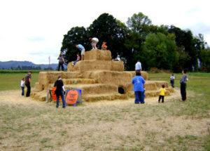 6_hay_pyramid